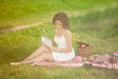 Beautiful woman on picnic on nature. Beautiful Young girl Outdoo — Stock Photo