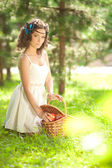 Beautiful girl on picnic on nature. Beautiful Young girl Outdoor — Stock Photo