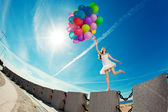 Happy birthday woman against the sky with rainbow-colored air ba — Foto Stock