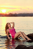 Beautiful woman on the beach at sunset. Enjoy nature. Luxury gir — Stock Photo