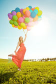 Young healthy beauty pregnant woman with balloons outdoors. A g — Foto Stock