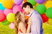 Young healthy beauty pregnant woman with her husband and balloon — ストック写真