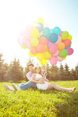 Young healthy beauty pregnant woman with her husband and balloon — Stock fotografie