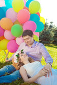 Young healthy beauty pregnant woman with her husband and balloon — Stockfoto