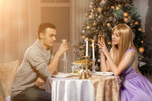 Two lovers on a romantic dinner by candlelight. Man and woman to — Stockfoto