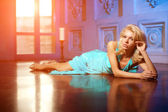 Beautiful woman like a princess in the palace. Luxurious rich fa — Stock Photo