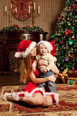 Happy smiling family near the Christmas tree celebrate New Year. — ストック写真