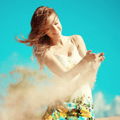 Beauty woman on the beach. Stylish beautiful young smiling girl  — Stock Photo