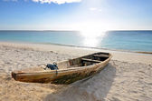 Wooden Fishing boat on a beach with blue sky — Stock Photo