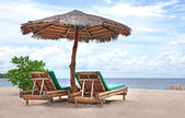 Relaxing couch chairs on white sandy Beach — Foto Stock