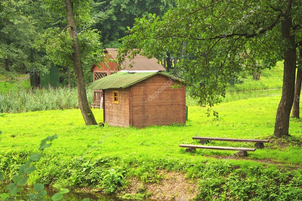 Una casita en el bosque fotos de stock alexvav3 12732894 - Casitas en el bosque ...
