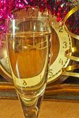 Ett glas champagne på nyårsafton — Stockfoto
