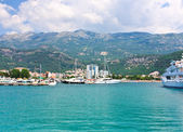 Modern buildings and hotels on the coast of Budva — Stock Photo