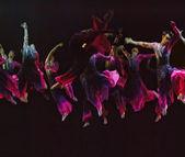 Jumping modern dancers — Stock Photo