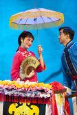 芝居の衣装でかなり中国の伝統的なオペラ女優 — ストック写真