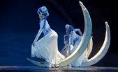 довольно китайский mosuo национальных танцах — Стоковое фото
