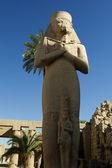 Antik staty av ramses ii i karnaktemplet i luxor, egypten — Stockfoto