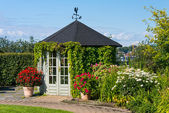 Gazebo in botanical garden — Stock Photo