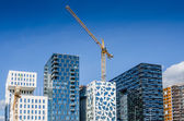 Modern building with cranes at Oslofjord — Stock Photo