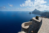 Tourists at Cape Formentor in the coast of Mallorca — Stock Photo