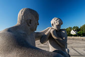 Vigeland park statues father son — Stock Photo