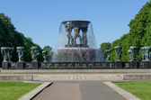 Vigeland park statues fountain — Stock Photo