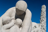 Vigeland park statues mother — Stock Photo
