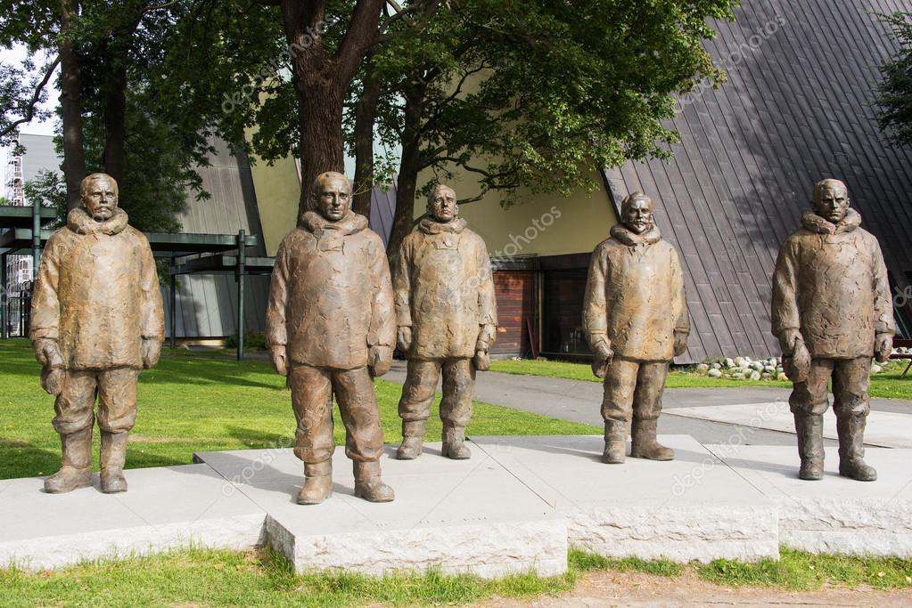 OSLO, NORWAY - SEPTEMBER 6: South Pole monument. Polar explorers:  Roald Amundsen, Olav Bjaaland, Sverre Hassel, Oscar Wisting, Helmer Hanssen were the first to ever reach the South Pole. Pictured on September 6, 2012 — Stock Photo #14867331