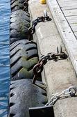 轮胎链式的码头 — 图库照片