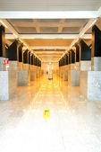 Perspektiv korridor på flygplats — Stockfoto