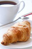 羊角面包与咖啡 — 图库照片
