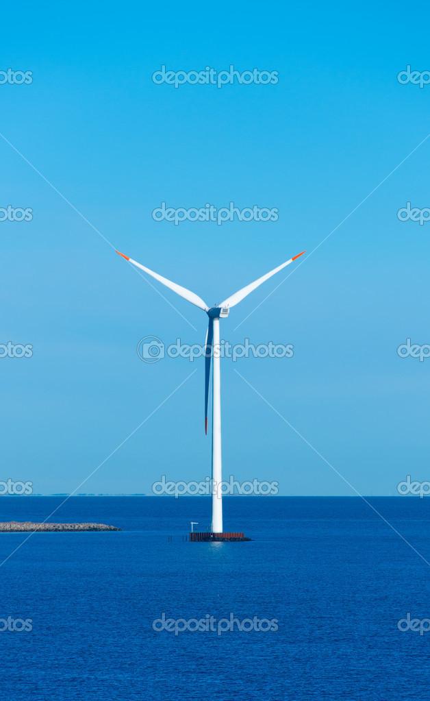 在海上风车