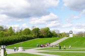 Oslo Vigeland Park with Tourists — Stock Photo