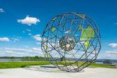 グローブ形金属彫刻 — ストック写真