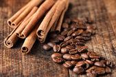 кофе и корица палочки — Стоковое фото