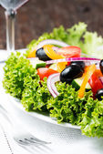 Greek salad in plate — Stockfoto