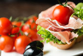 Ham sandwich with tomato and olive — Stockfoto