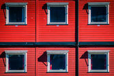 Red cargo containers used as home — Foto Stock