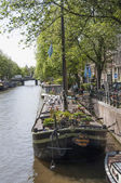 Houseboat museum on canal of Amsterdam — Stock Photo