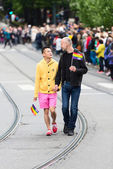 Homosexual Couple on parade — Stock Photo