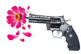Pembe çiçek silah namlusu asılı — Stok fotoğraf