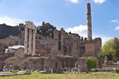 Ruins of Roman Forum with Temple of Castor & Pollux on the left — Stock Photo