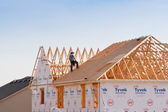 Roofer working on new construction house. — Foto de Stock