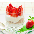 Healthy breakfast - yoghurt with granola and strawberries — Stock Photo