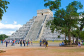El Castillo pyramid at the Maya archaeological site of Chichen I — Stock Photo