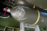 "Bomb with ""Special delivery for Adolf"" sign on Boeing B-17 Worl — ストック写真"