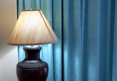 Table lamp on bedroom — Stockfoto