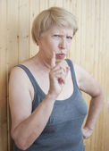Funny elderly woman threatens you finger — Foto Stock