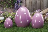 Huevos de pascua ocultados en nido de paja natural — Foto de Stock