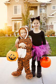 Kids Going Trick or Treating on Halloween — Stock Photo